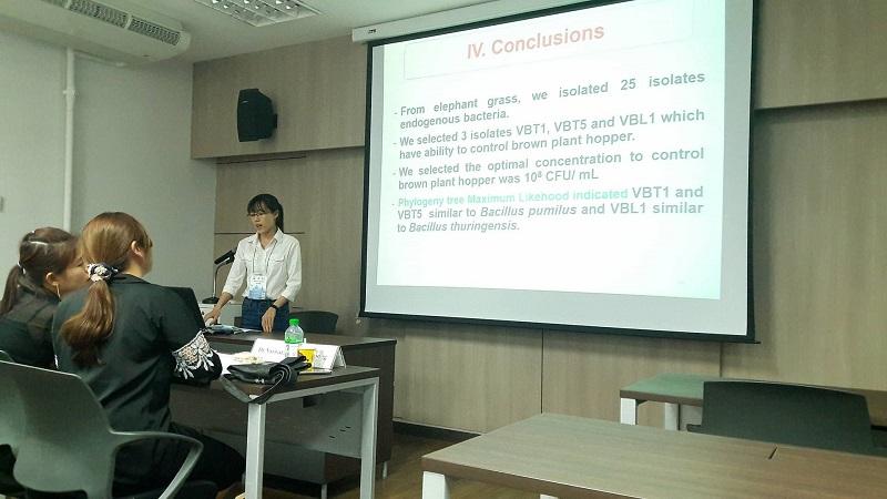 Sinh viên Phạm Nữ Kiều Diễm (SV năm 4) tham gia báo cáo tại Hội thảo