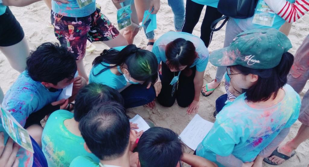 Các trại tiến hành giải mật thư để bước vào trò chơi