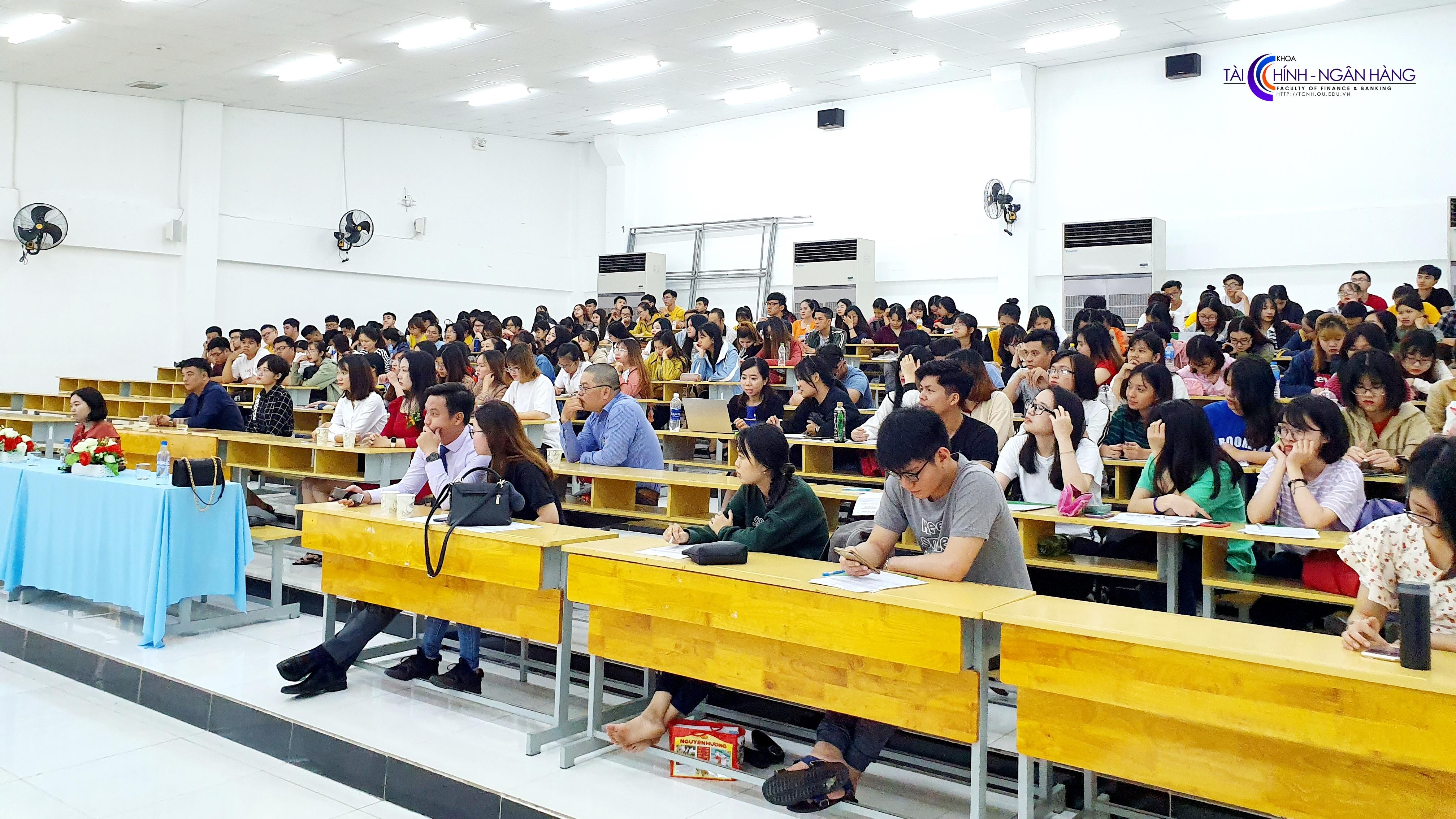 """Hơn 200 sinh viên tham dự tọa đàm """"Định hình bản thân"""" sáng ngày 20/7/2019."""