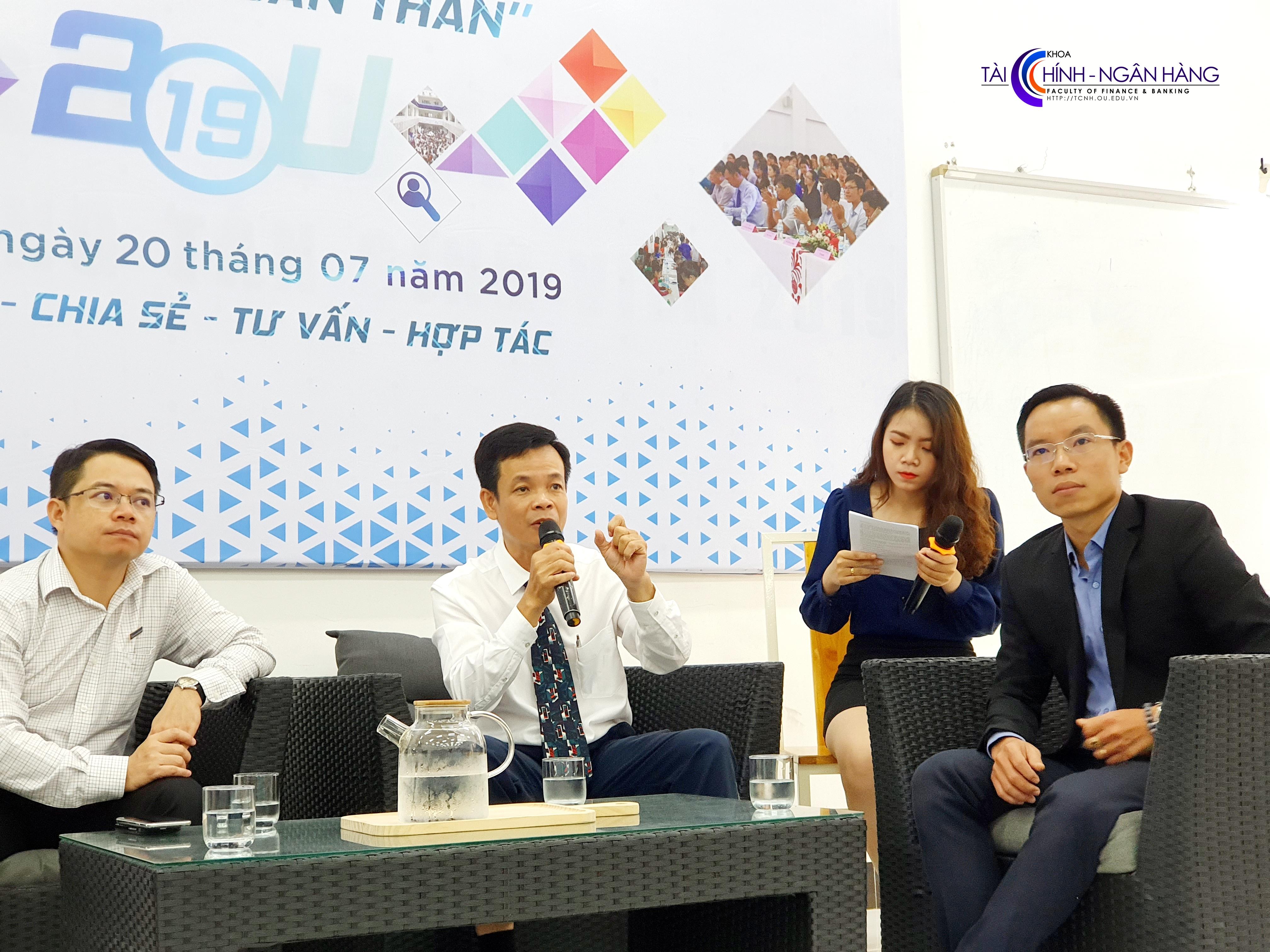 Ông Lê Thương Phú chia sẻ những kỹ năng cần thiết để chuẩn bị hồ sơ và phỏng vấn xin việc.