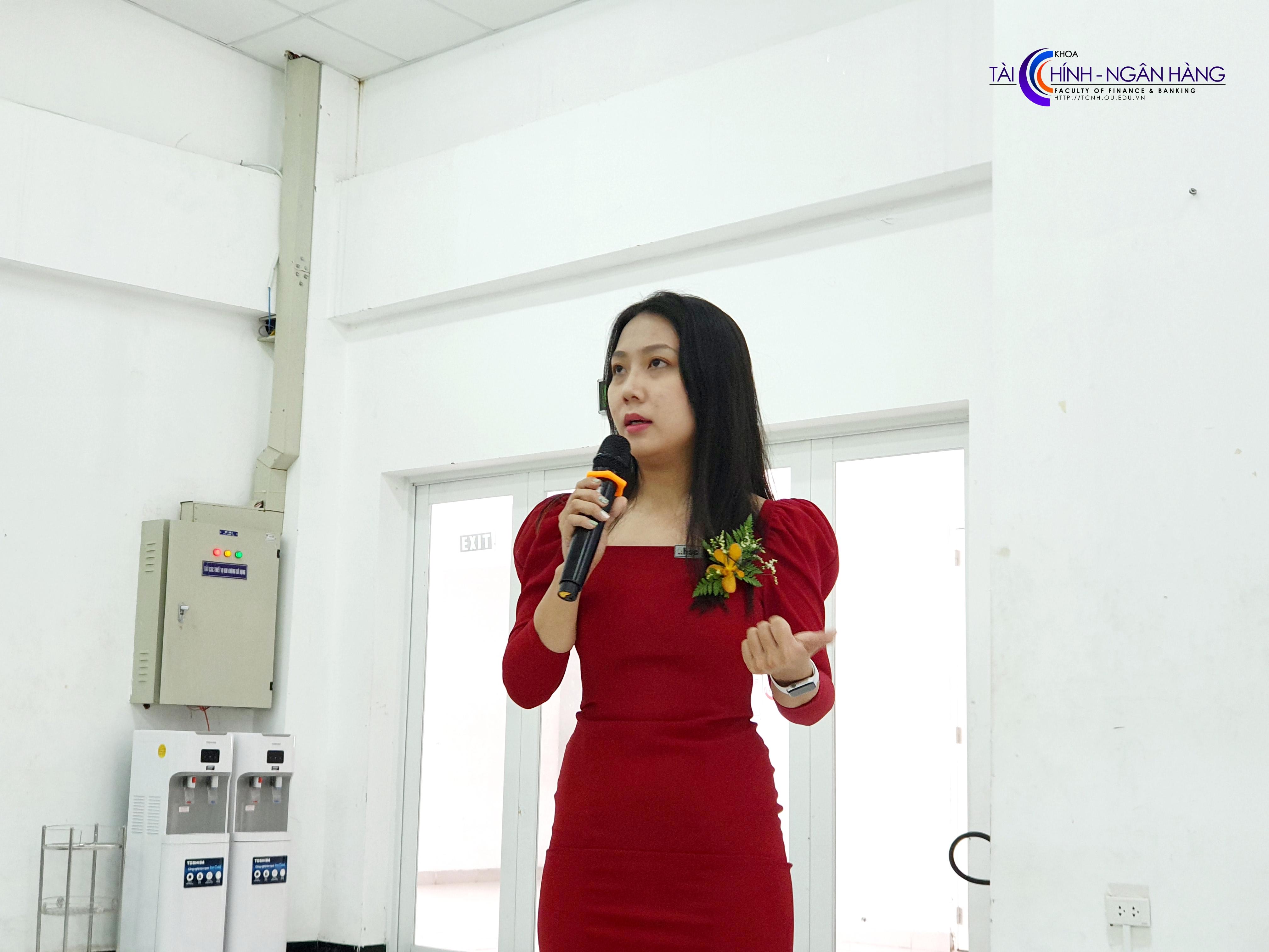 Chị Nguyễn Thu Hiền – cựu sinh viên khóa 2012, chia sẻ về con đường sự nghiệp của bản thân