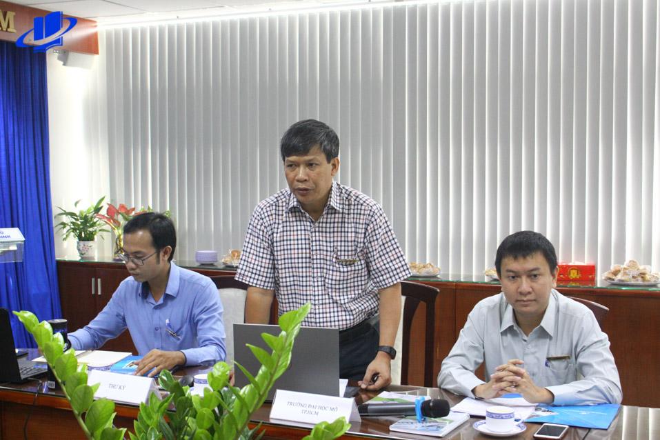 Ông Nguyễn Thành Nhân - Phó Hiệu trưởng Trường phát biểu tại Hội nghị