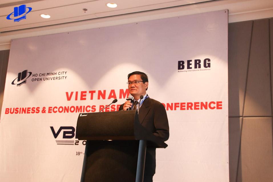 PGS.TS Nguyễn Minh Hà - Hiệu trưởng Trường phát biểu khai mạc