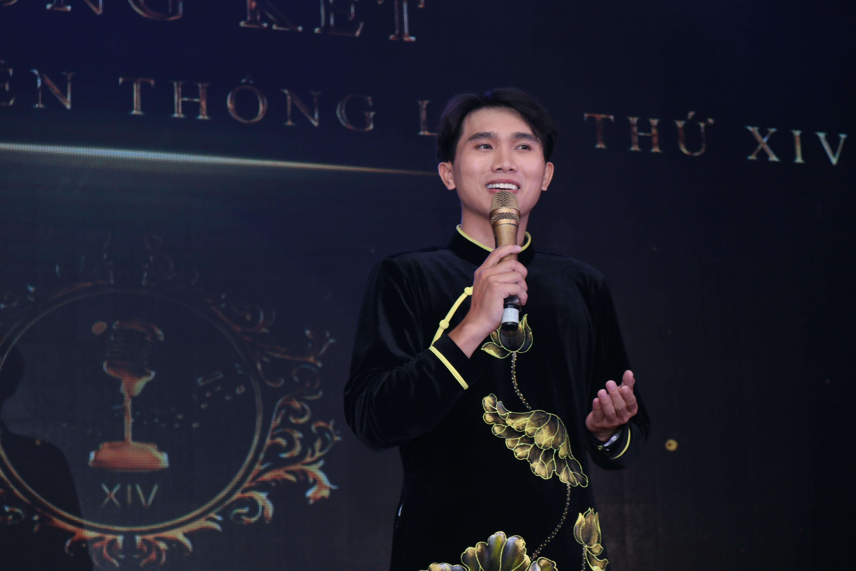 Văn Ngọc giành Giải Ba ở hạng mục Người dẫn chương trình