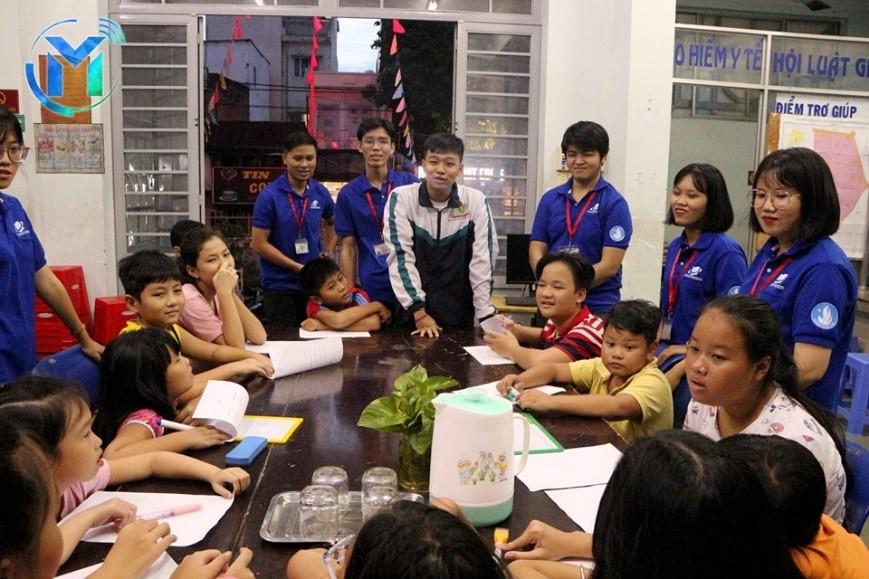 Đội hình Ngoại ngữ cho thiếu nhi tổ chức 2 lớp dạy tiếng anh cho thiếu nhi tại phường 15, Phú Nhuận.