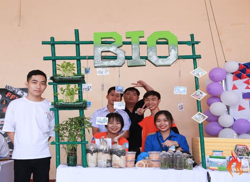 Liên Chi Hội Khoa Công Nghệ Sinh Học tổ chức gian hàng trưng bày các mô hình, sản phẩm về nấm, thực vật do các bạn sinh viên thực hiện