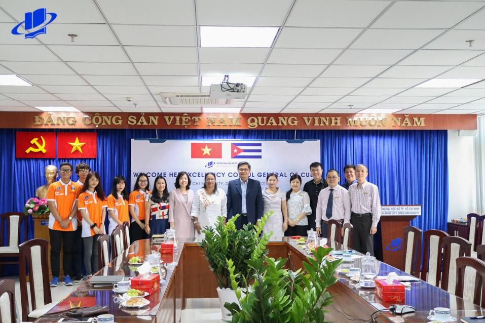 Tổng Lãnh sự Cuba đến thăm Trường Đại học Mở Thành phố Hồ Chí Minh.