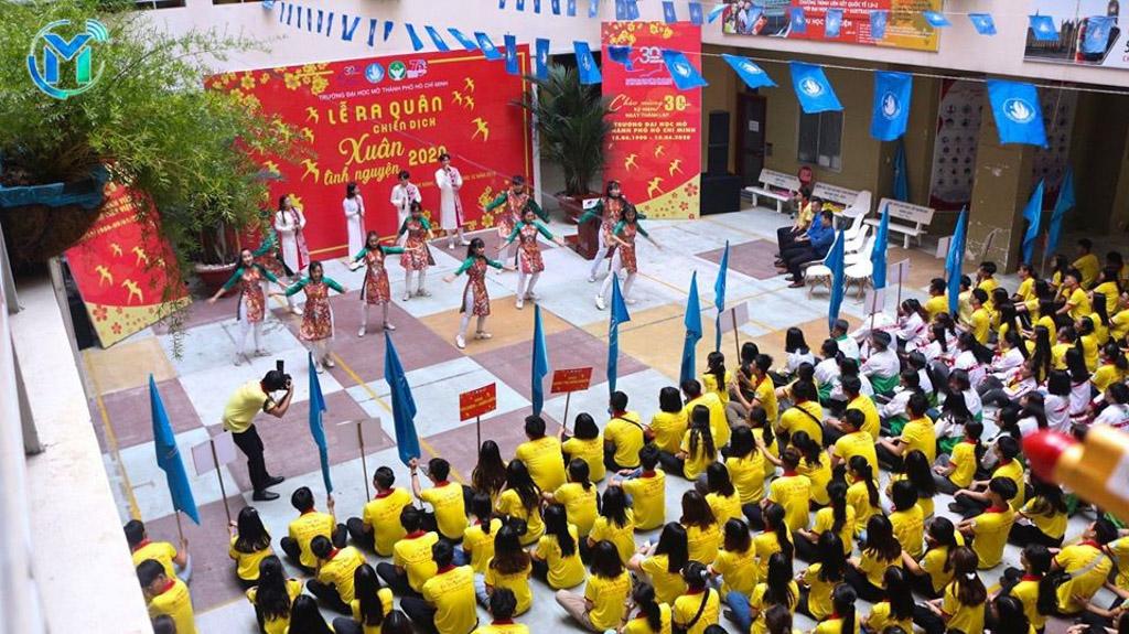 Đông đảo chiến sĩ xuân tình nguyện trong buổi lễ ra quân tại cơ sở Võ Văn Tần