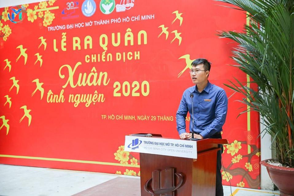 Anh Nguyễn Ngọc Anh – Đảng ủy viên, Trưởng phòng Công tác sinh viên đại diện Đảng ủy phát biểu định hướng cho chiến sĩ xuân tình nguyện