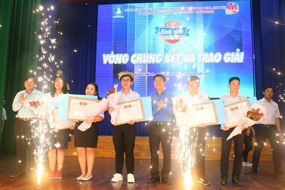 Phần trao giải thưởng cho Top 5 thí sinh xuất sắc nhất hội thi Thủ lĩnh Sinh viên TP. Hồ Chí Minh năm 2019.