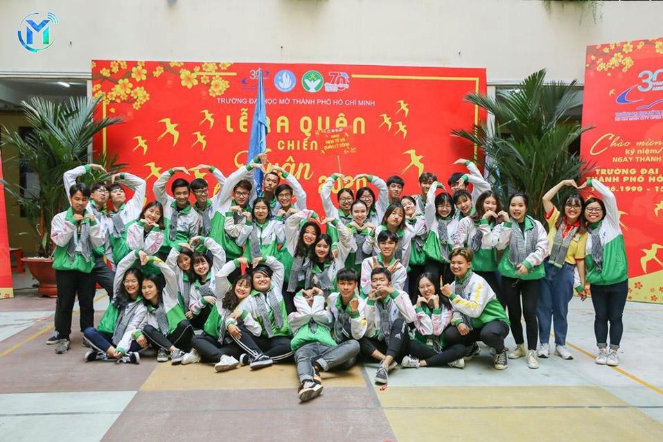 Các đội hình cùng chụp ảnh lưu niệm cùng các thành viên trong đội, lưu giữ những kỉ niệm đẹp trong hoạt động tình nguyện