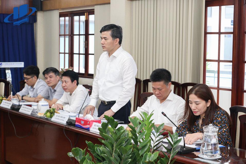 Ông Bùi Văn Linh - Vụ trưởng Vụ GDCT&CTHSSV phát biểu tại buổi làm việc