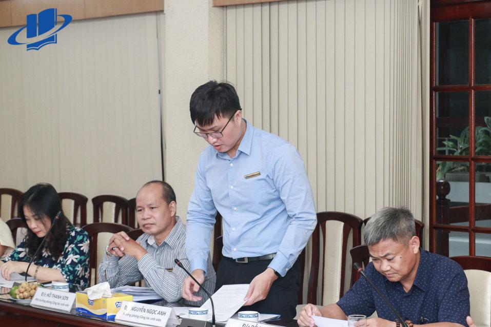 Ông Nguyễn Ngọc Anh - Trưởng phòng Công tác SV, Trường Đại học Mở TP.HCM phát biểu tại buổi làm việc.