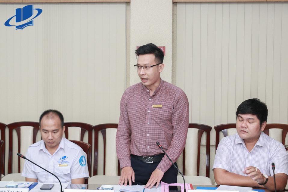Ông Trần Văn Trí - Bí thư Đoàn trường, Trường Đại học Mở TP.HCM phát biểu tại buổi làm việc.