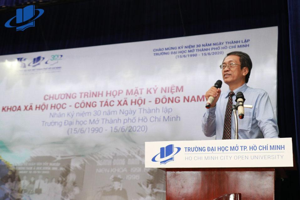PGS.TS. Vũ Hữu Đức, Phó Hiệu trưởng nhà trường, Trưởng Khoa Xã hội học - Công tác xã hội - Đông Nam Á phát biểu tại buổi họp mặt