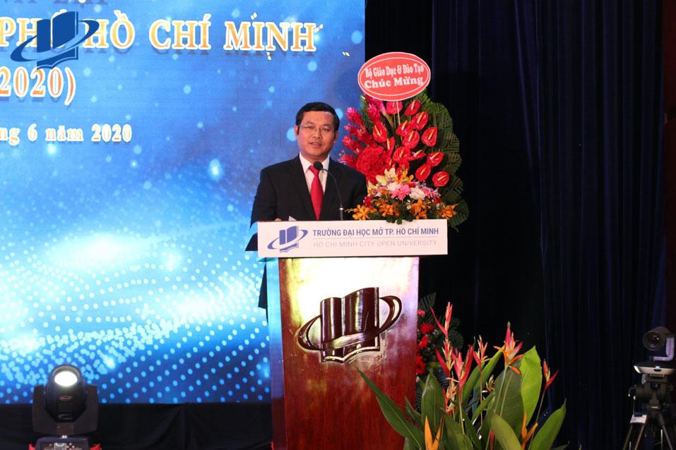Thứ trưởng Bộ GD-ĐT Nguyễn Văn Phúc tại buổi Lễ
