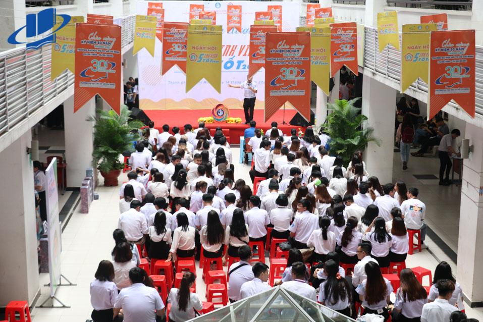 Không khí Ngày hội Sinh viên 5 tốt năm học 2020 diễn ra sôi nổi thu hút khoảng 1.500 bạn Hội viên, sinh viên tham gia