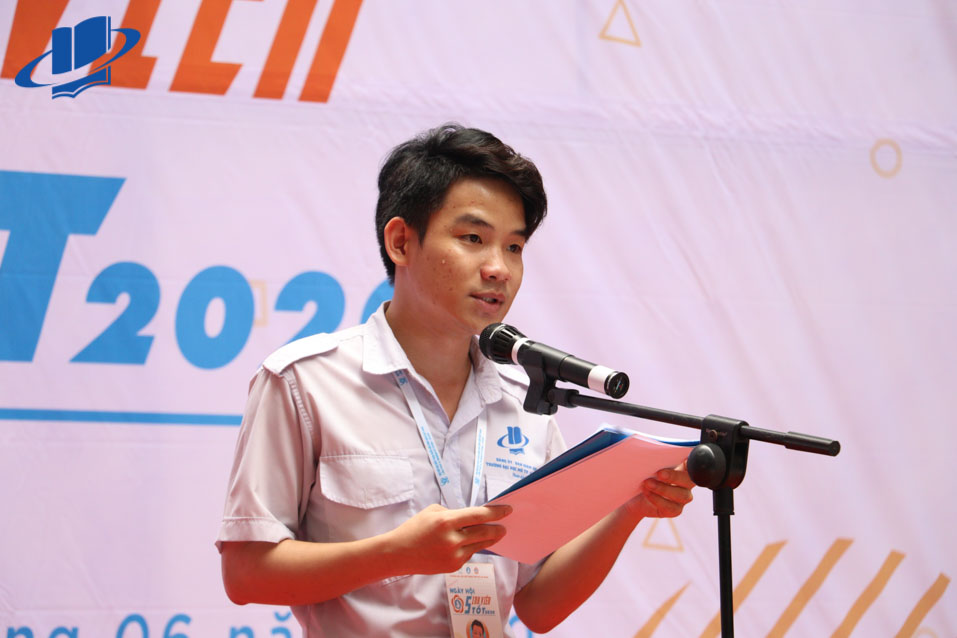 Đồng chí Thái Trọng Nghĩa - Ủy viên Ban chấp hành Hội Sinh viên Thành phố, Chủ tịch Hội Sinh viên trường báo cáo nhận định về tình hình triển khai phong trào sinh viên 5 tốt năm học 2018-2019.