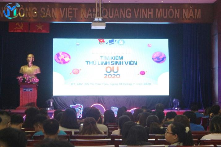 Vòng chung kết cuộc thi diễn ra với sự cổ vũ của hơn 300 bạn sinh viên và cán bộ Đoàn – Hội các khoa tham gia cổ vũ cho các thí sinh đến từ đơn vị mình