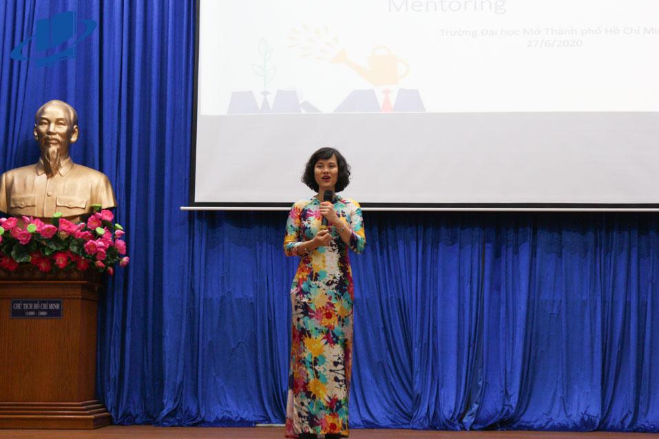 PGS.TS. Trịnh Thuỳ Anh - Trưởng Khoa Quản trị kinh doanh