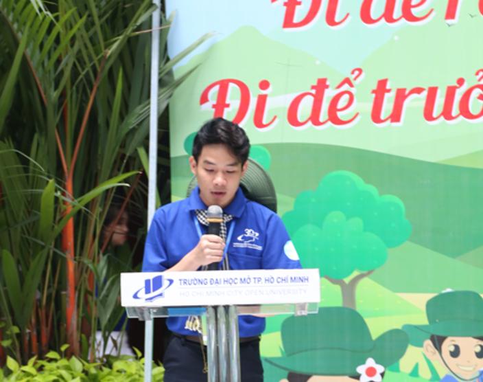 Đ/c Thái Trọng Nghĩa - Ủy viên BCH Hội Sinh viên Thành phố, Chủ tịch Hội Sinh viên trường, Chỉ huy Phó chiến dịch báo cáo công tác chuẩn bị cho chiến dịch mùa hè xanh năm 2020.