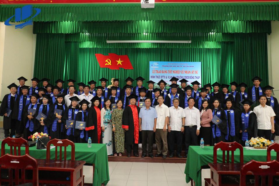Trường Đại học Mở Thành phố Hồ Chí Minh trao bằng tốt nghiệp cho 42 tân Cử nhân ngành Luật kinh tế tại Đồng Tháp