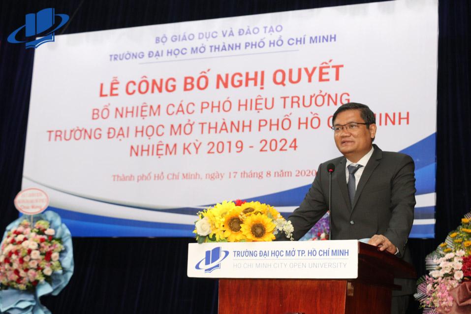 Thầy Nguyễn Minh Hà phát biểu tại buổi Lễ