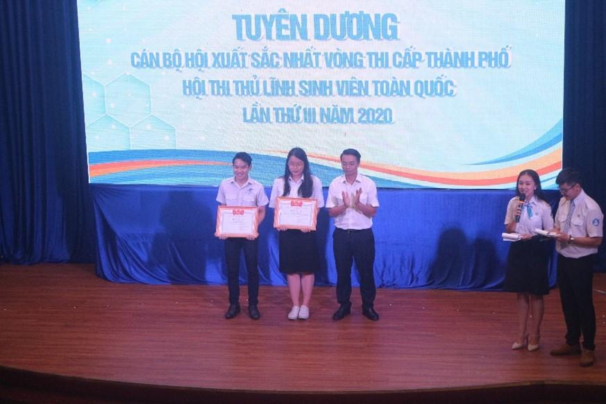 Tuyên dương 2 Thí sinh xuất sắc nhất vòng thi cấp thành phố - Hội thi Thủ lĩnh Sinh viên toàn quốc năm 2020.