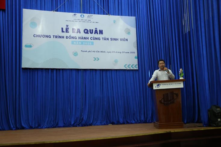 TS. Lê Nguyễn Quốc Khang – Phó Hiệu trưởng nhà trường phát biểu chỉ đạo, trao đổi và dặn dò các tình nguyện viên của chương trình.