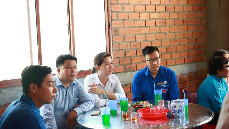 Đại diện lãnh đạo trường đại học Mở TP.HCM, Tỉnh Đoàn Tiền Giang cùng các đơn vị tham dự buổi lễ.