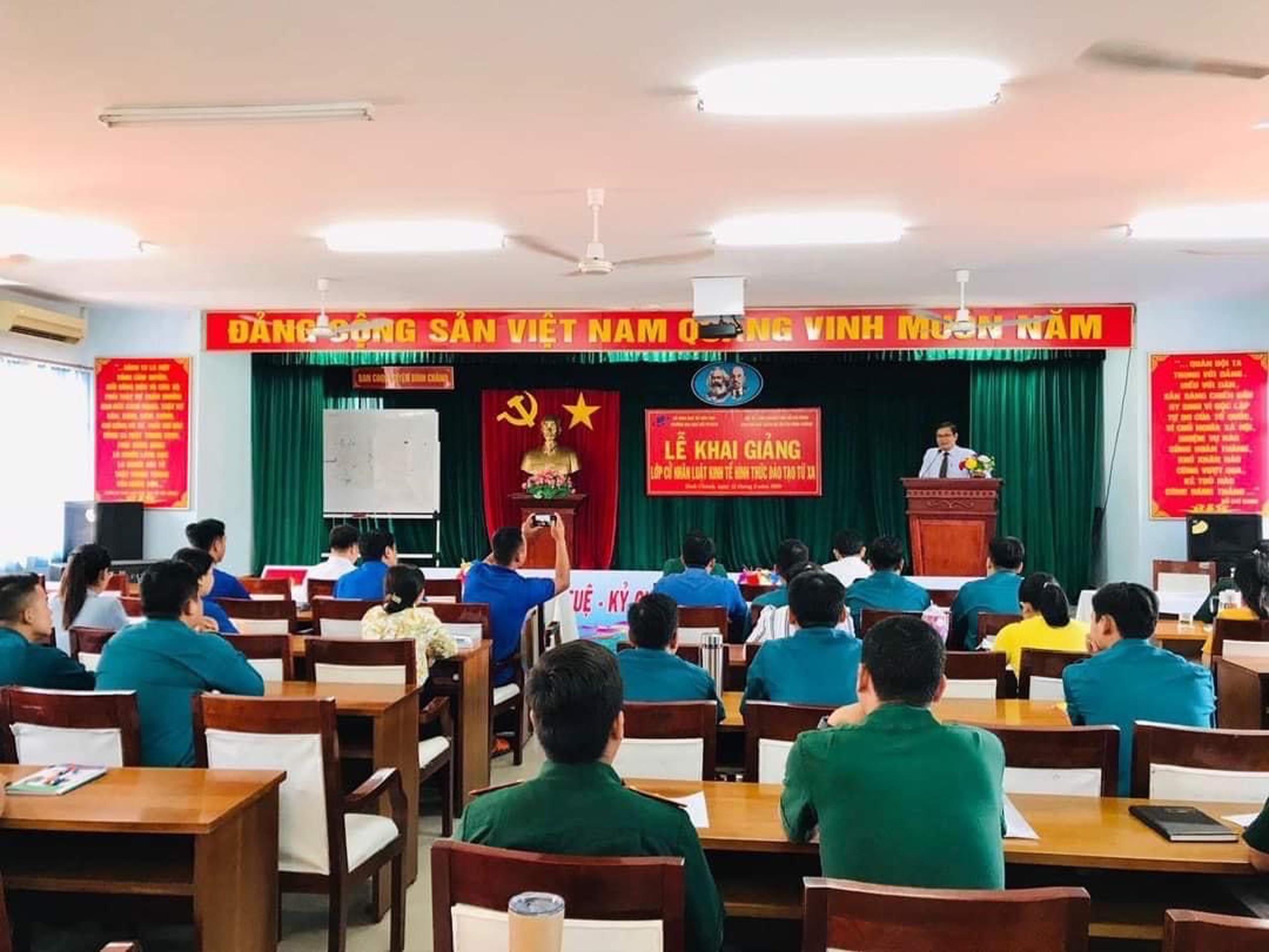 PGS.TS. Nguyễn Minh Hà - Hiệu trưởng Trường ĐH Mở TPHCM phát biểu tại buổi Lễ