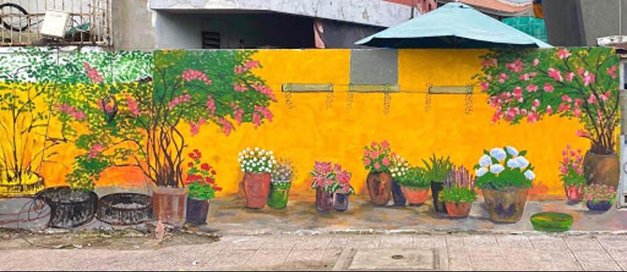 Đội hình Trung Tâm Thành Phố thực hiện sơn vẽ mảng tường