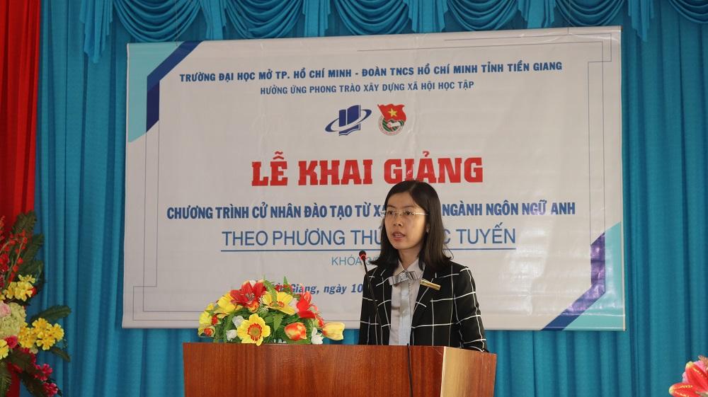 TS. Phan Thị Ngọc Thanh – Giám đốc Trung tâm Đào tạo trực tuyến đọc Quyết định công nhận danh sách Tân sinh viên chương trình Cử nhân trực tuyến – Khóa 03/2020