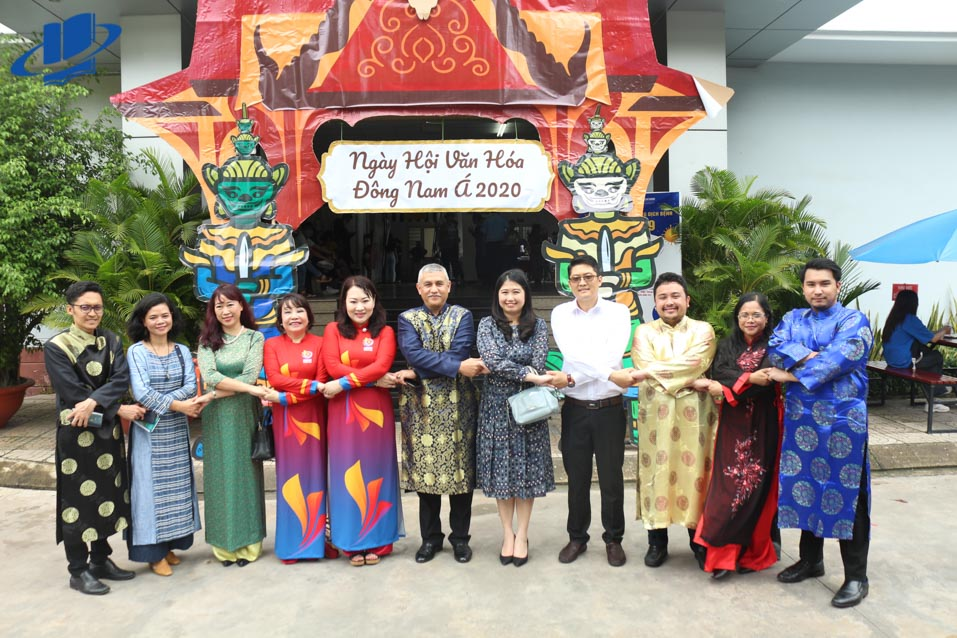 Các Quý khách mời tại buổi Lễ