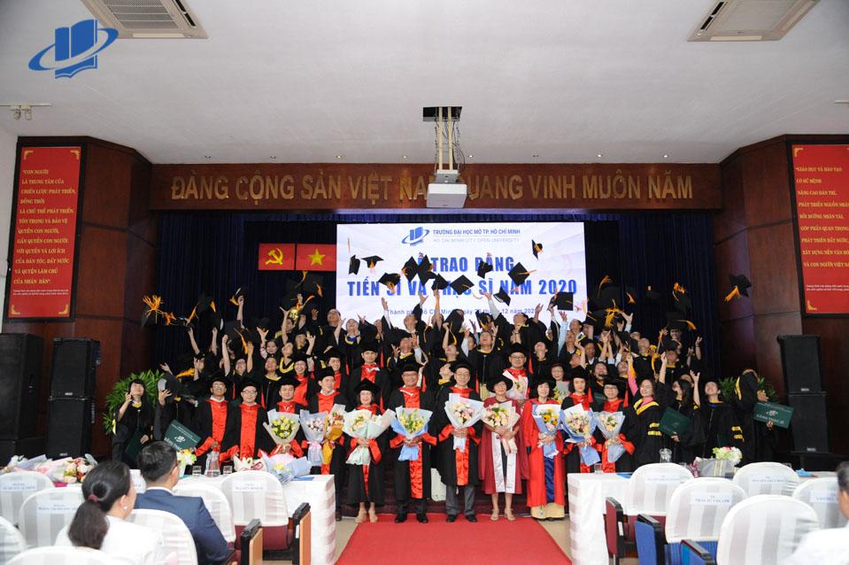 Trường ĐH Mở TPHCM trao bằng tốt nghiệp cho 210 tân tiến sĩ và thạc sĩ