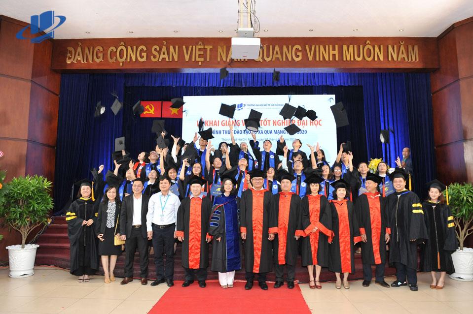Lễ Khai giảng và Lễ Tốt nghiệp đại học, hình thức đào tạo từ xa qua mạng năm 2020, Trường ĐH Mở TPHCM
