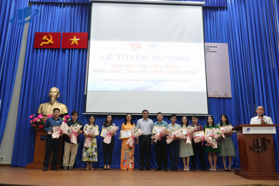 Trường Đại học Mở Thành phố Hồ Chí Minh tuyên dương và trao danh hiệu Nhà giáo trẻ tiêu biểu, Cán bộ trẻ và Đoàn viên ưu tú năm 2020