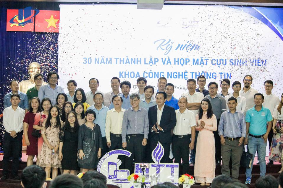 Kỷ niệm 30 năm thành lập và Họp mặt cựu sinh viên Khoa Công nghệ thông tin