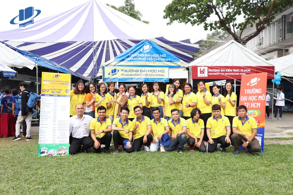 Trường Đại học Mở Thành phố Hồ Chí Minh tham dự ngày hội Tư vấn tuyển sinh Báo Tuổi Trẻ 2021