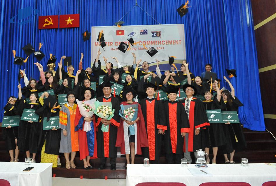 Trường ĐH Mở TPHCM trao bằng tốt nghiệp cho 106 Tân Thạc sĩ, Chương trình liên kết đạo tạo với ĐH Edith Cowan (Úc)
