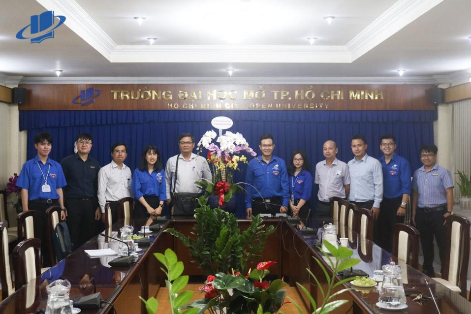 Đảng uỷ, BGH Trường ĐH Mở TPHCM thăm và chúc mừng Đoàn trường nhân ngày 26/3