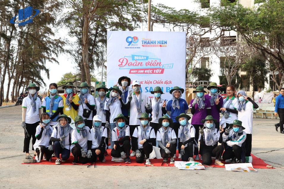 """Đoàn viên, thanh niên Trường ĐH Mở TPHCM tham gia chiến dịch """"Hãy làm sạch biển"""" chào mừng Tháng thanh niên 2021"""