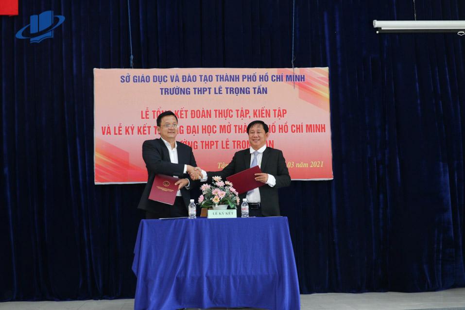 Lễ ký kết hợp tác giữa trường Đại học Mở Thành phố Hồ Chí Minh và trường THPT Lê Trọng Tấn