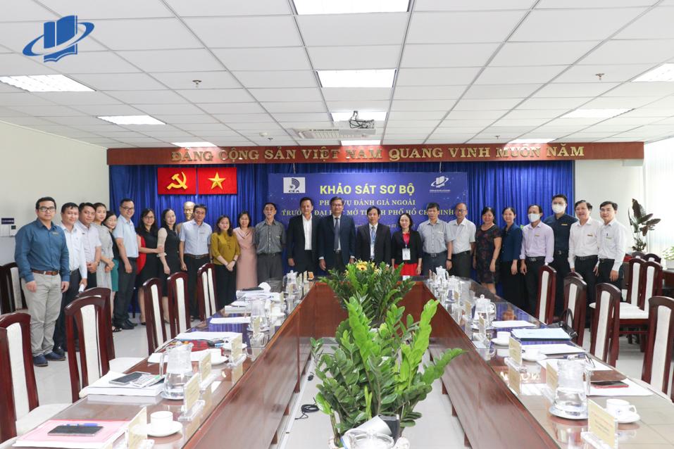 Tiếp đón Đoàn khảo sát sơ bộ phục vụ đánh giá ngoài Trường ĐH Mở TPHCM