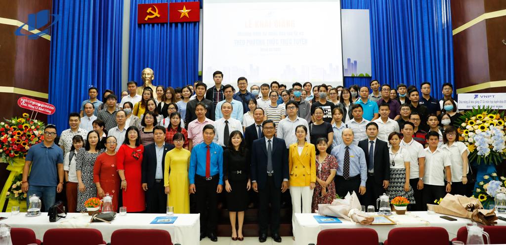 Lễ khai giảng Chương trình Cử nhân trực tuyến khóa 01/2021