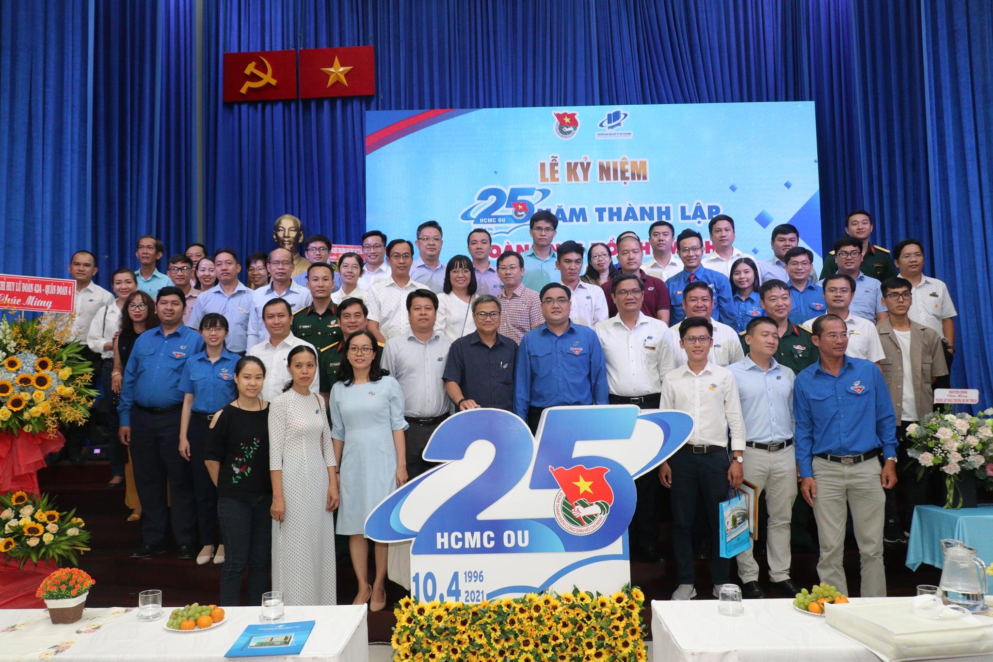 Đoàn Trường Đại học Mở TPHCM kỷ niệm 25 năm thành lập