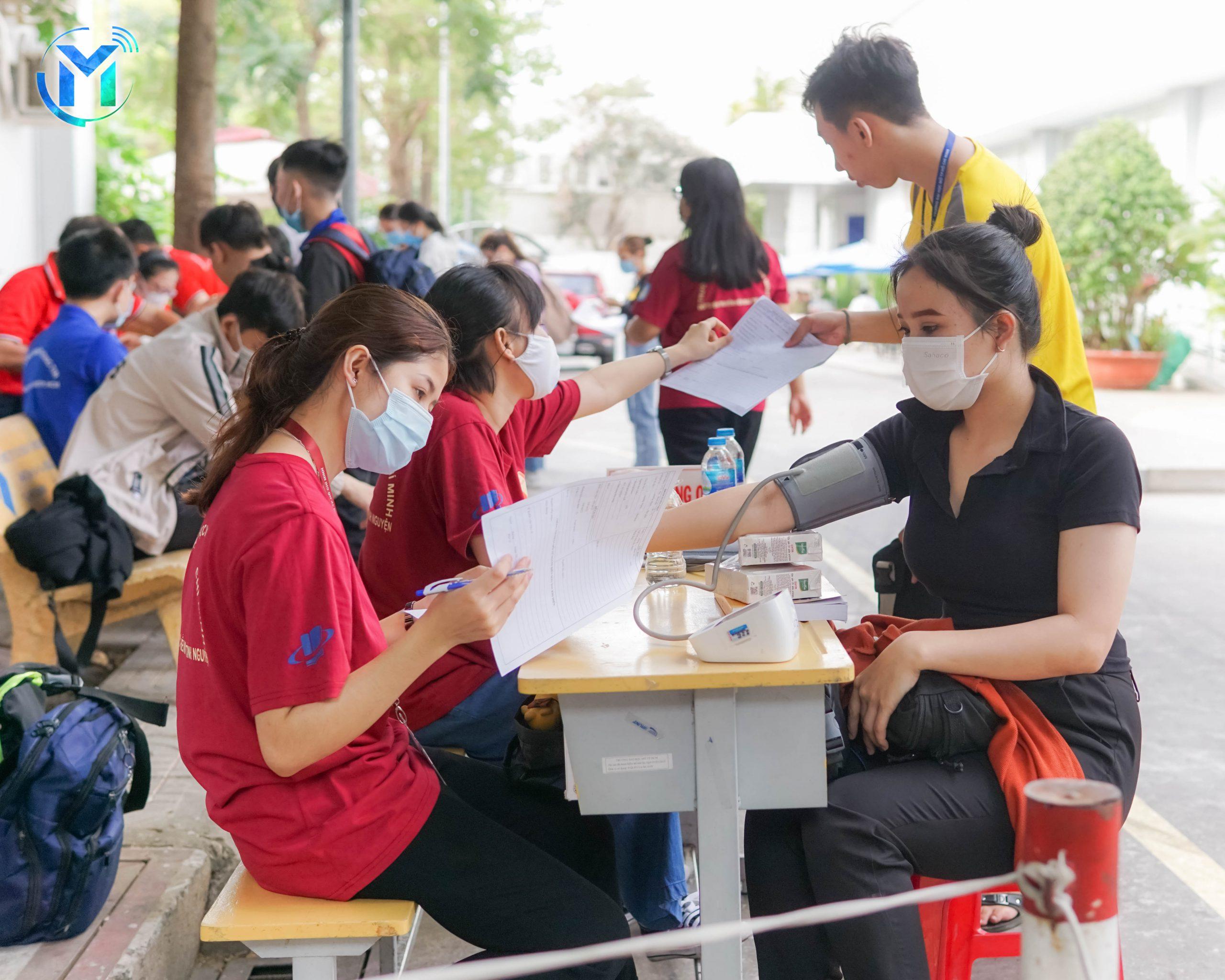 Hiến máu tình nguyện trong ngày Hội Đoàn viên năm 2021