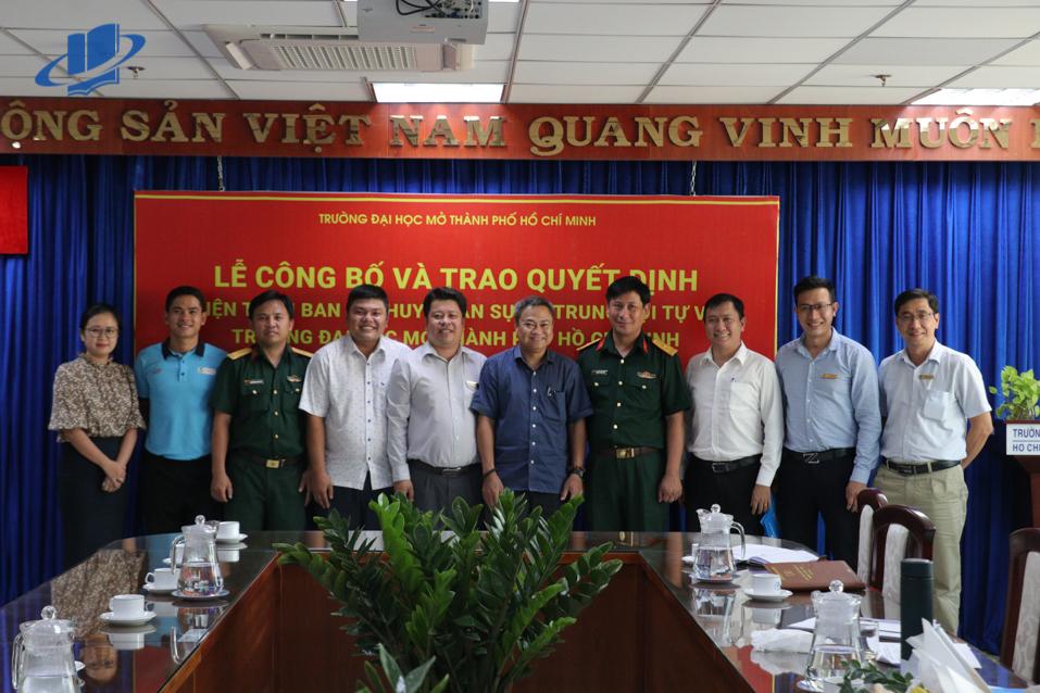 Lễ công bố và trao quyết định kiện toàn Ban chỉ huy quân sự và lực lượng tự vệ Trường Đại học Mở TP. Hồ Chí Minh