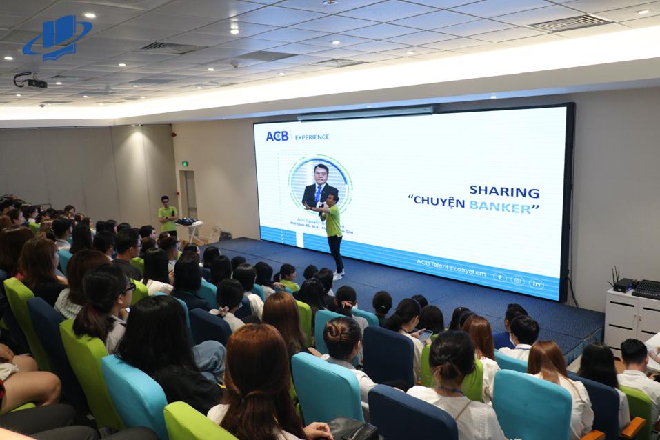 Sinh viên Trường ĐH Mở TPHCM tham quan, học tập thực tế tại Ngân hàng Á Châu (ACB)
