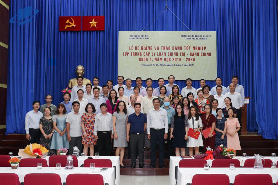 Lễ bế giảng và trao bằng tốt nghiệp Lớp Trung cấp lý luận Chính trị – Hành chính Khóa 4 năm 2019 – 2020